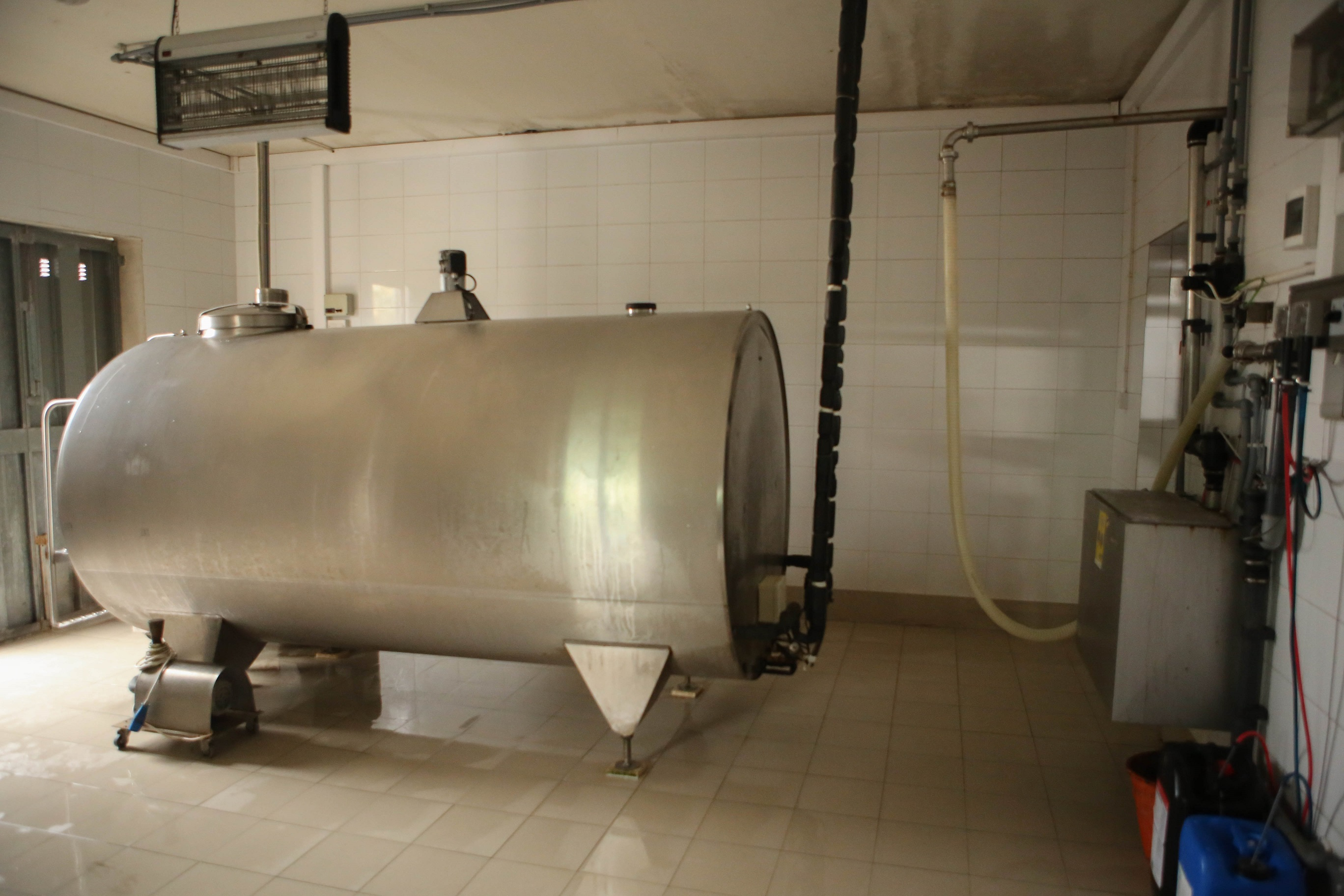 The cooler tank were all the milk is kept at a good temperature, until it is transported to the MDP